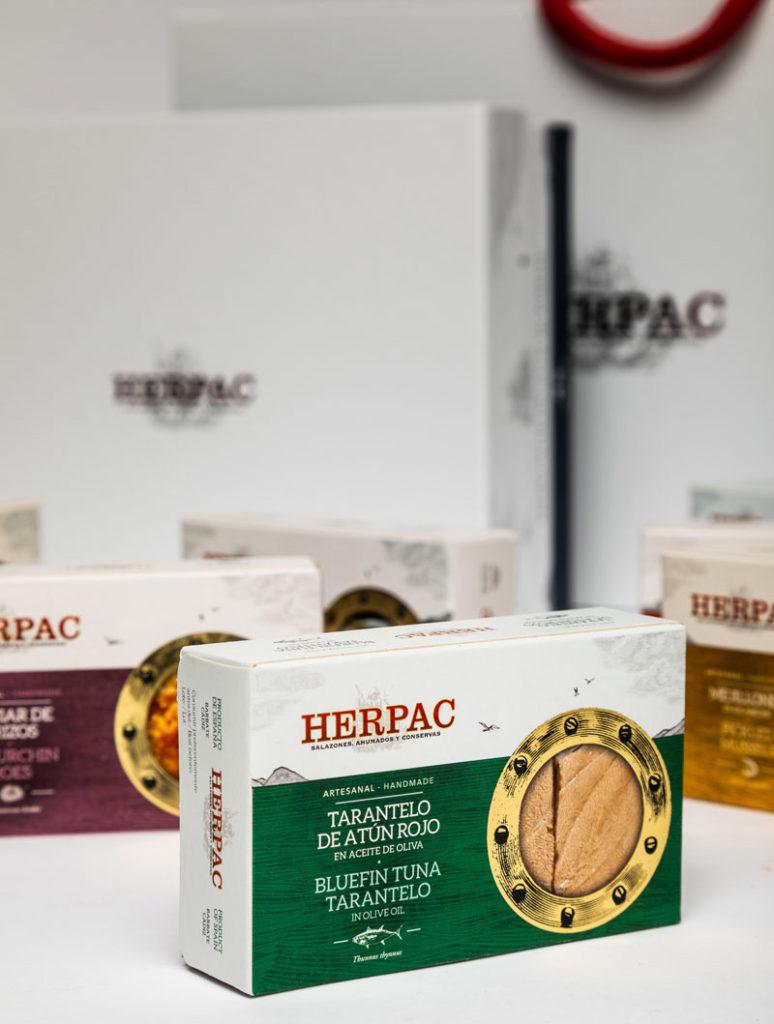 Nuevo packaging de la conocida marca de conservas Herpac, un clásico moderno que aúna la tradición artesanal con la innovación.